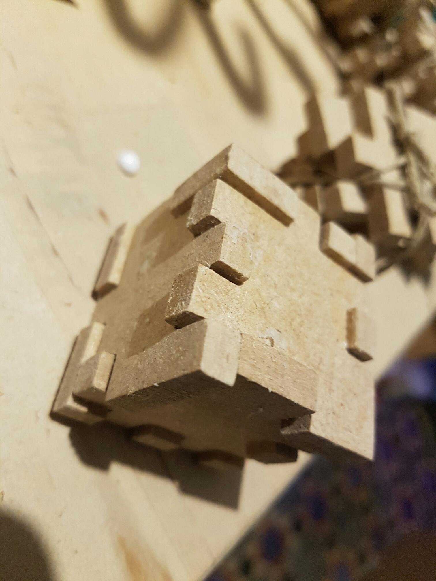 Un cube puzzle 3d en 6 pièces